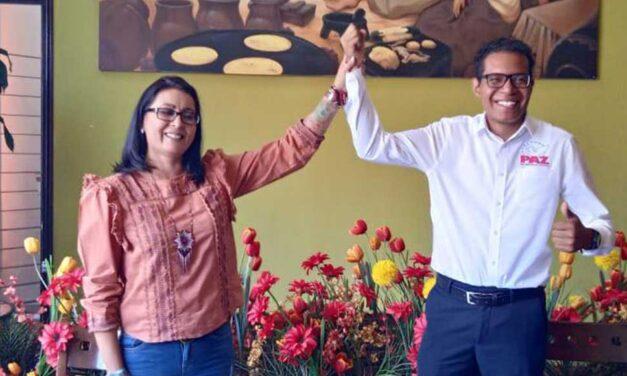 Claudia Amezcua declina a favor del Partido Paz