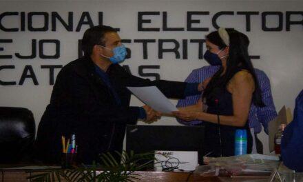 Recibe Miguel Varela Constancia que lo Acredita Oficialmente como Diputado Federal Electo